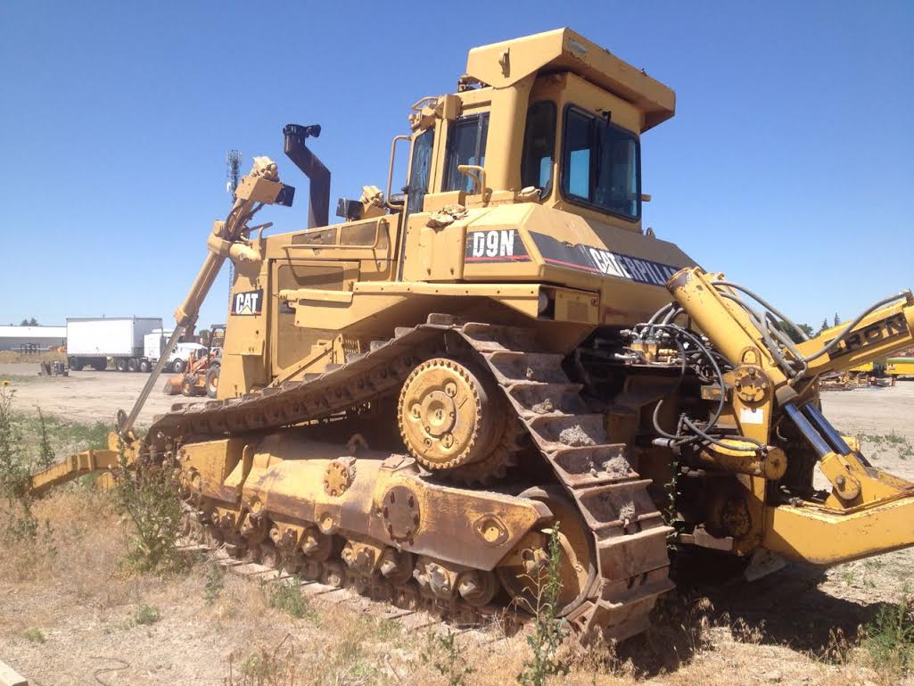 Cat DS9 w/ Bron HS-III Cable Plow